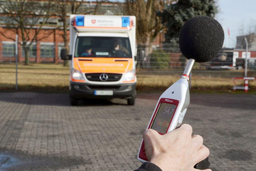 Schallpegelmessung bei Krankenwagen aus 20 Meter Abstand